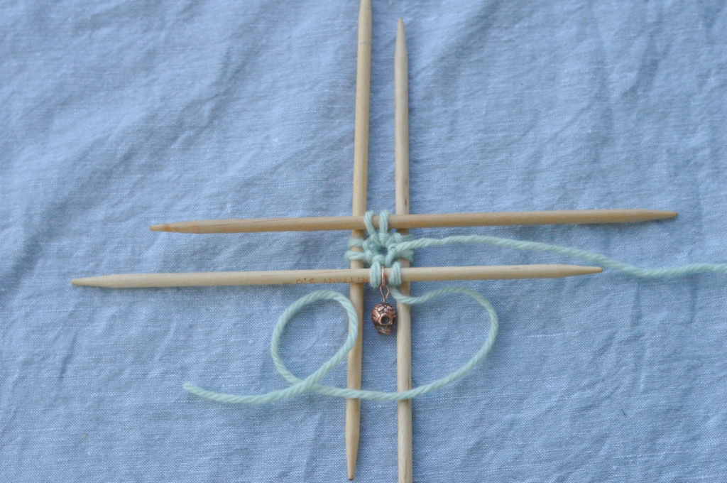 thecusserknits tutorial | Emily Ocker 15: stitches on dpns