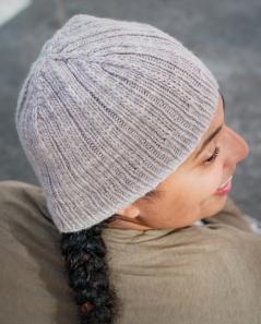 Backroad Hat subtle decreases | thecusserknits.com