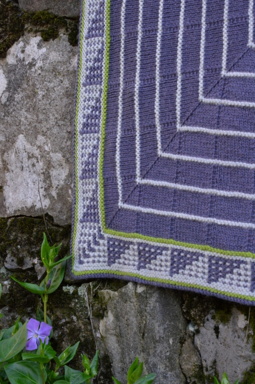 thecusserknits.com | Brightsides corner with periwinkle