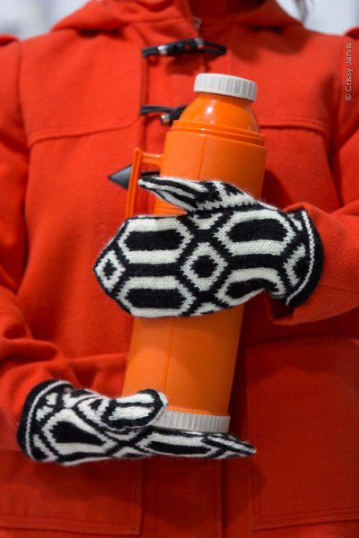 Ready Steady Go mittens | thecusserknits.com