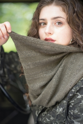 Slouch cowl held up web