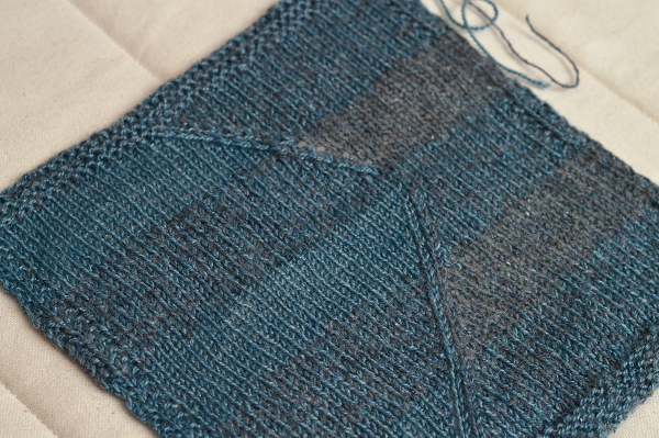 Fauxtarsia Wave swatch in Shibui Knits Lunar and Pebble.